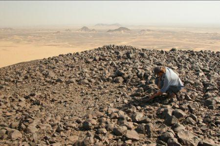 02. Site de plus de 50'000 ans au sommet d'un ancien volcan / Site over 50,000 years old at the summit of a volcano. Jebel Rabi el-Arzak