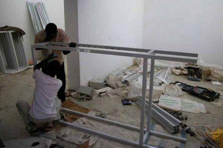 07. Construction des vitrines dans le musee .jpg